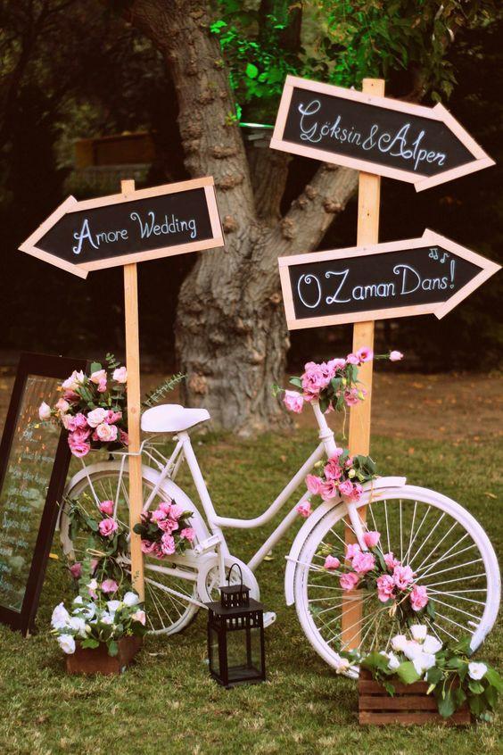 trang trí tiệc cưới ngoài trời phong cách vintage