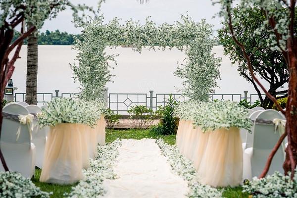 trang trí tiệc cưới ngoài trời - Metropole