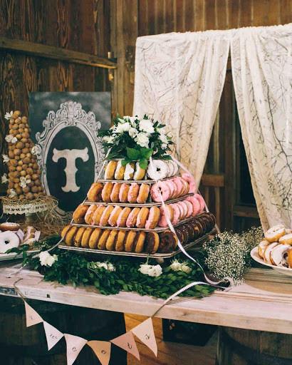 tổ chức tiệc cưới bufet với bánh