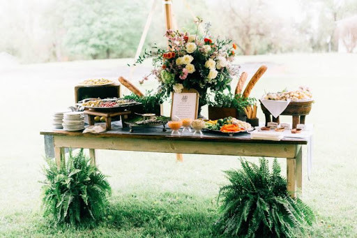 tiệc cưới ngoài trời 2019